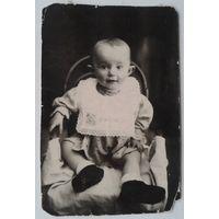 Фото маленькой девочки Люды. 1941 г. 7х10 см.