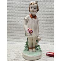 С 1 рубля статуэтка фарфор, СССР, Дулево 1953 год Детство Девочка Цветы Лейка