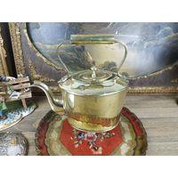 Старинный Винтажный чайник из латуни начищен до блеска
