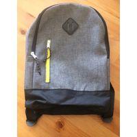 Красивый рюкзак небольшого размера, новый. Цвет серый и черный. Размер 32 на 23, глубина 11 см. Спинка уплотнена. Шлейки регулируются.