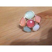 Красивые кольца с крупными камнями. Диаметр камней 3,5 см, диаметр кольца 17,5 см. Не носила.