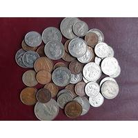 Одним лотом 44 монеты Австралии.