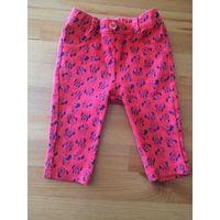 Штаны красные плотненькие с Микки на рост 68 см, очень мягкие и приятные к телу. Длина 31,5 см, ПОталии тянется 20-26 см. Очень клевые штанишки в хорошем состоянии.