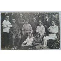Групповое фото активных работников одной из контор 20-х годов. Подписи. 1922 г. 9х14 см.