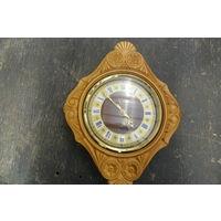 Часы настенные в деревянной оправе, СССР