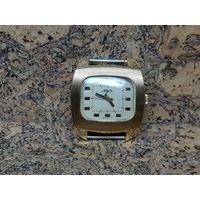 Часы Луч,позолоченные au10,позолота механизм,крупные,редкие.Старт с рубля.