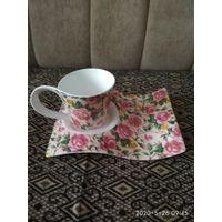 Кофейная чашка с подставкой можна в качестве подарка