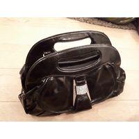 Женская черная сумка в хорошем состоянии