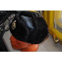 Зимняя шапка из мутона на натур. мягкой кожи офицера ВМФ СССР. Полностью пригодна к носке.