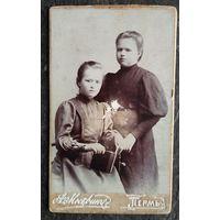 Фото двух барышень. Пермь. 1901 г. 6х9 см
