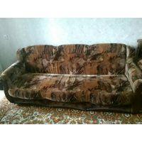Диван и два кресла, мягкая мебель