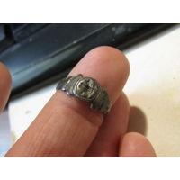 Кольцо-перстень с изображением птицы.Серебро.