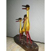 Деревянная статуэтка аисты