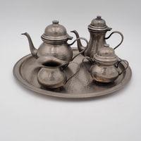 Сервиз чайно кофейный на подносе.