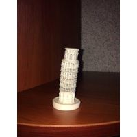 Сувенир из сердца Италии - Пизанская башня. Полирезин, очень прочный материал. Высота 9 см, диаметр низа 3 см. Идеальное состояние.   Почтой по предоплате лота.