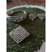 Сет: браслет от Avon, брошь и сережки