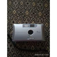 Малогабаритный пленочный  фотоаппарат