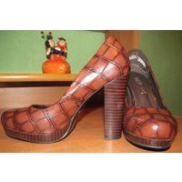 Красивые удобные  туфли р-р 37.