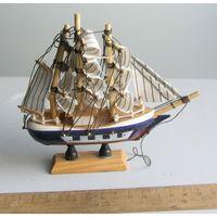 Сувенир Кораблик парусник с дефектом