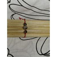 Красный браслет-оберег с серыми бусинами