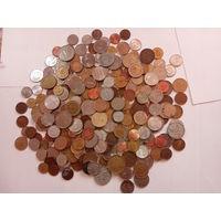 1 кг монет разных стран  - 1