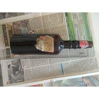 Старинная бутылка от рома