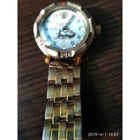 Часы наручные механические изготовлены в РОССИИ АДМИРАЛЬСКИЕ с календарём показывают число.