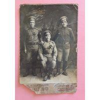 """Кабинет-портрет """"Солдаты РИ с букетами"""" (видны цифры на погонах), до 1917 г., д. Теребежево, Столинский р-н"""