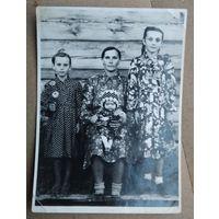 Фото в праздничном наряде. 1950-е. 8х11.5 см.