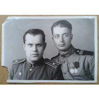 Фото военных с наградами. 1947 г. 6х11 см