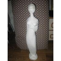Скульптура девушки высотой 60 см белорусского скульптора М.М. .Яковенко.  Гипс.