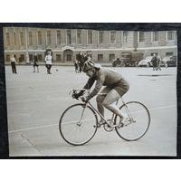 "Фото велосипедистки спортобщества ""Динамо"" . Ленинград. 1950-е?  9х11.5 см."
