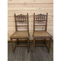 Пара старинных стульев