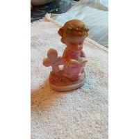 Фигурка ангела с Библией и крестом.  распродажа