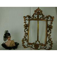 Старенькая и красивейшая рамка для фото, зеркала и пр. Бронза . 28 х 37 см.