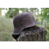 """Стальной шлем М-42/64 + подставка """"череп""""."""
