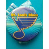 """Значок с Логотипом Хоккейного Клуба НХЛ - """"Сент-Луис Блюз""""."""