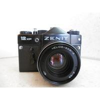 Фотоаппарат Зенит-12XP 1988 г. с объективом Гелиос-44М-4 в полной готовности