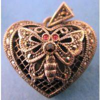 """Кулон/медальон для фотографий: """"Бабочка""""- исполненная в форме сердца - из серебра 925 пробы с марказитами - винтаж 1940-50 годов - обаяние серебра от Paris/Nice-Очаровательный подарок к любому праздни"""
