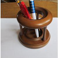 Стильная деревянная подставка из бука  для ручек и карандашей.