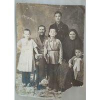 Старинное семейное фото. До 1917? 8х11 см.