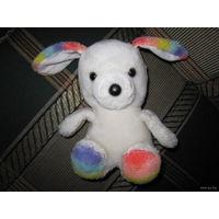 Симпатичная плюшевая игрушка... вроде собака))