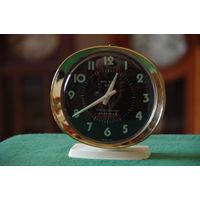 Часы будильник  ( Шотландия )  рабочие