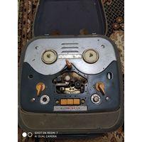 Раритетный магнитофон название не знаю  ламповый  не рабочий