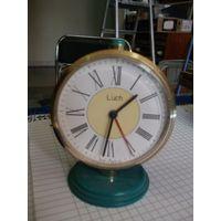 Часы-будильник Луч