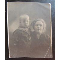 """Фото """"Мать и сын"""", г. Уссурийск,  1931 г."""
