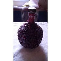 Бутылка фигурная, инкрустированная косточками граната, 0.5 литр.  распродажа