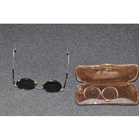 Винтажные  очки середины 20-х в родной коробочке и супер сохране.ПОСЕРЕБРЯНЫЕ  раздвижные САМОРЕГУЛИРУЮЩИЕ дужки.