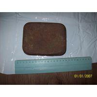 Коробка старинная жестяная из-под конфет