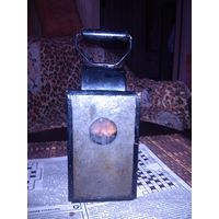 Старый керосиновый фонарь.